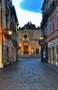 Duomo-dal-corso-vecchio-di-sera